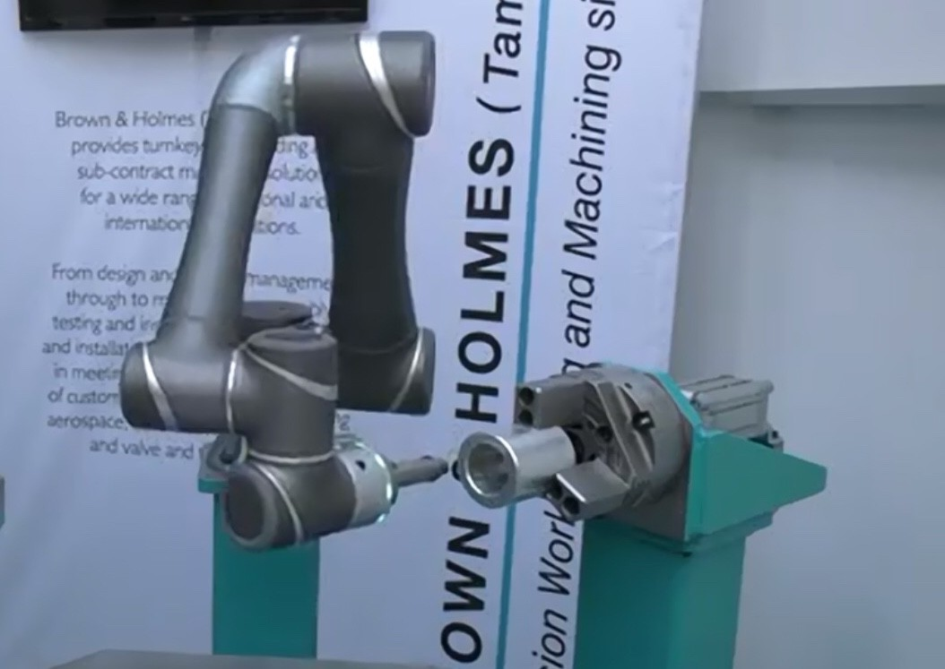 techman robots displayed by brown and holmes at expo 2019